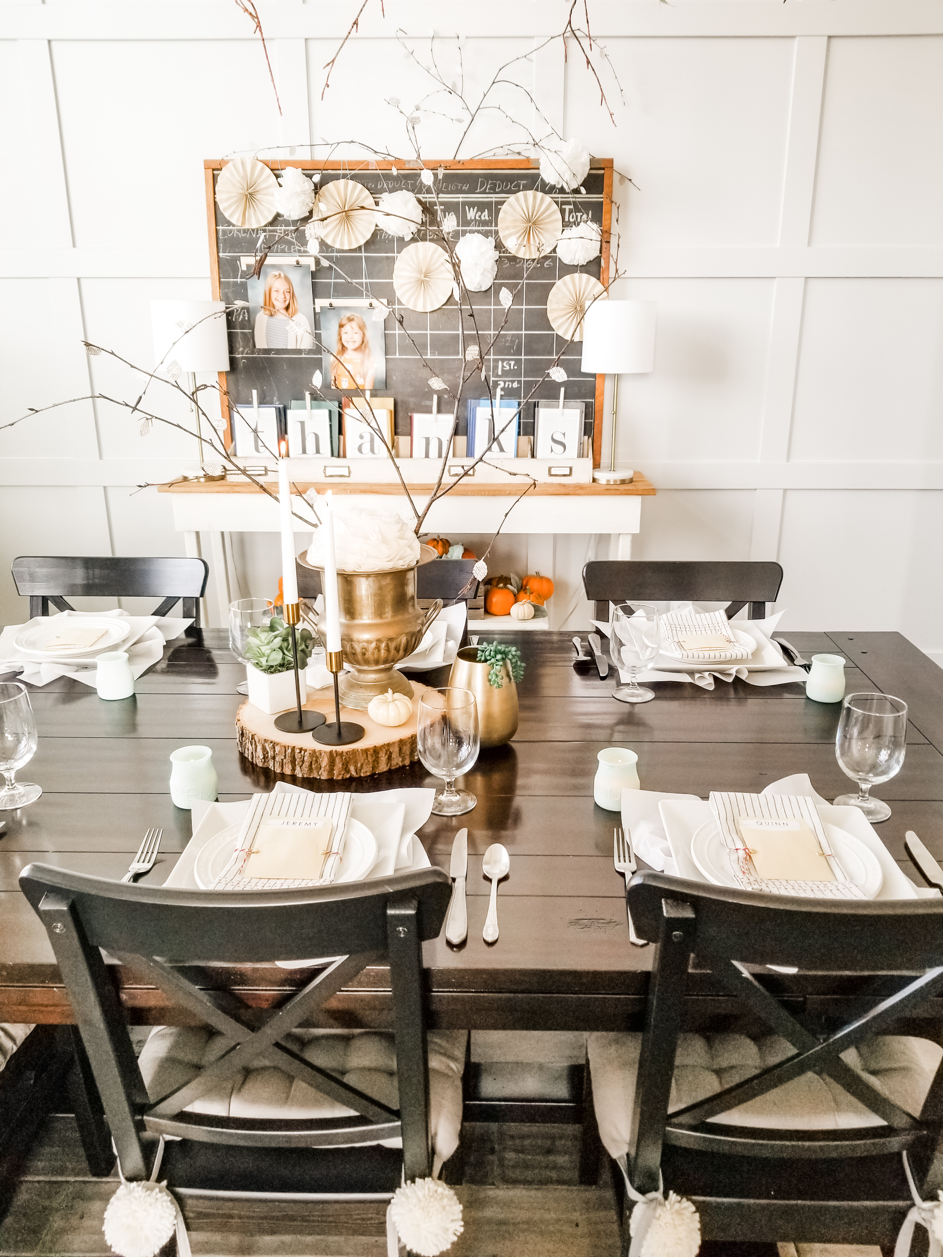 Beautiful and simple Thanksgiving tablescape