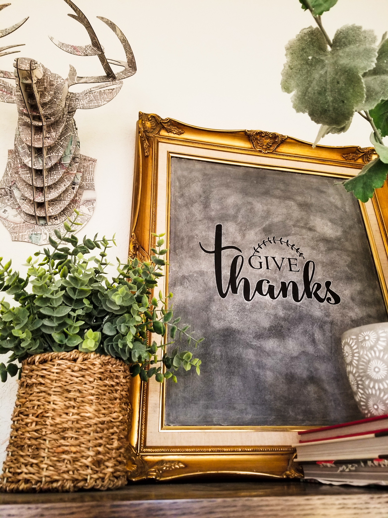 Awesome and easy DIY Thanksgiving chalkboard art