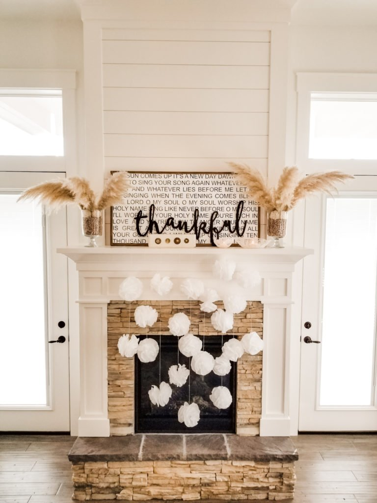 Simple Thanksgiving family room decor